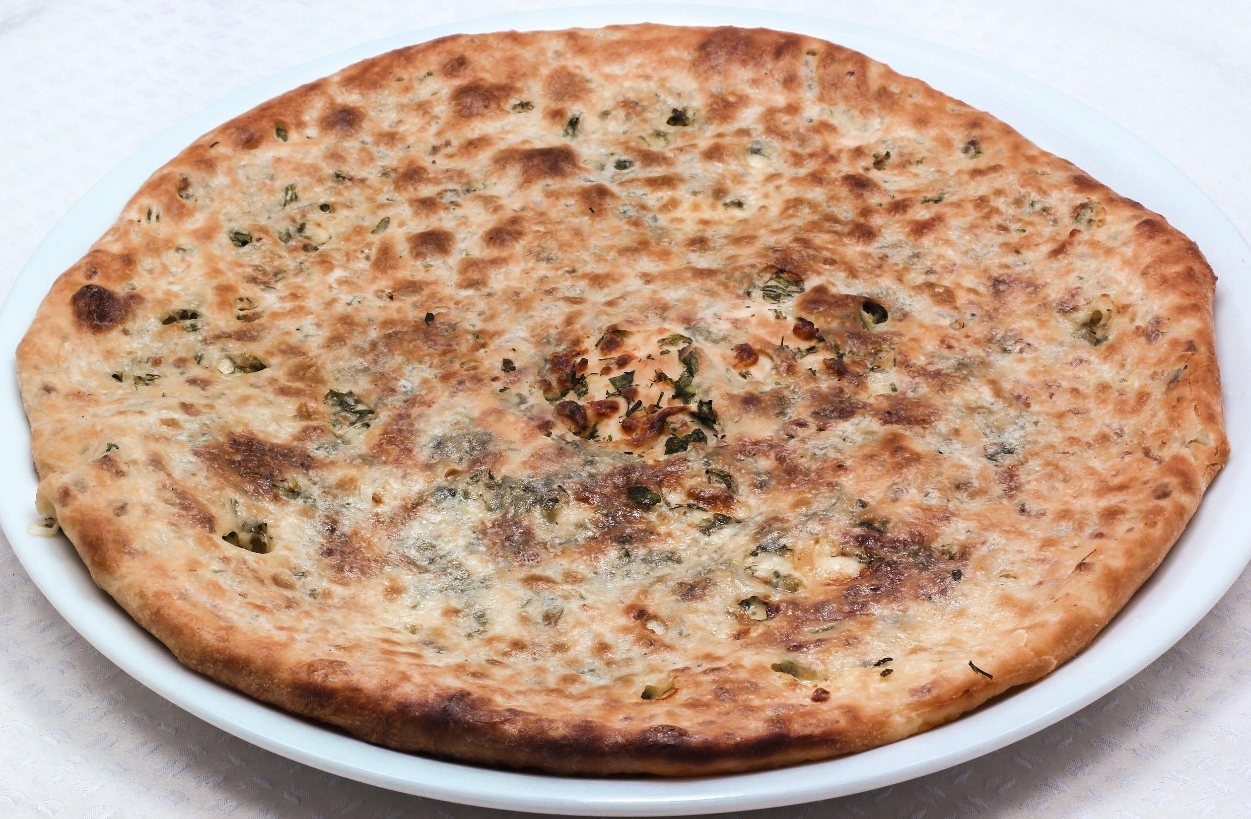 Хачапури c сыром и зеленью (маленький)
