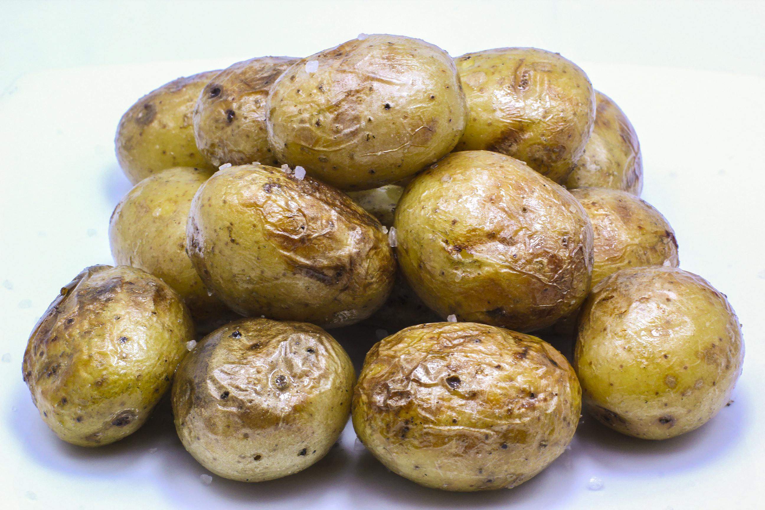 Молодая картошка на углях